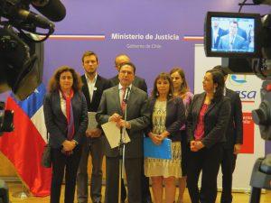 Ministerio de Justicia y Fonasa cumplen fallo de la Corte IDH en relación a atención de salud para jueza Karen Atala y sus hijas