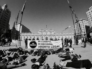 """Agrupaciones hacen un llamado a """"no transar los derechos humanos de las mujeres chilenas"""""""