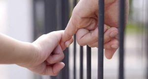 Nacer tras las rejas: La realidad de los niños que viven encarcelados por los delitos de sus padres