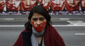 Organización feminista chilena critica rebaja de pena a hombre que mutiló a expareja