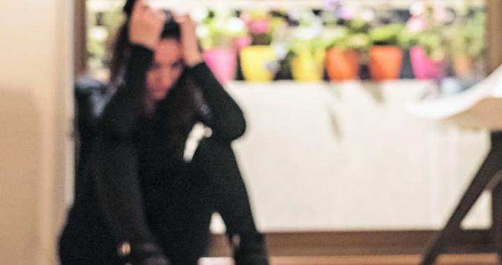 05 de Septiembre de 2017  Tematica Violencia intrafamiliar  en la imagen se ve a una mujer con pistola tras haber asesinado a hombre recostado en el suelo foto: Marcelo Segura tematica violencia intrafamiliar