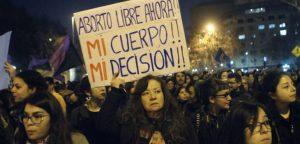 Salud revisaría objeción de conciencia en abortos: agrupaciones no descartan movilizarse
