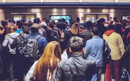 6 de julio del 2017  Hora Peak  Anden Metro Estacion Tobalaba Linea 4 Santiago, Chile  Foto: Luis Sevilla Fajardo