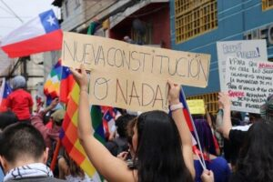 Encuesta nacional realizada a mujeres y Nueva Constitución: Un 74% votaría por el «apruebo» si elecciones fueran el domingo