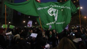 Tras hito argentino, feministas buscan reimpulsar la despenalización del aborto en Chile